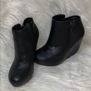 Torrid, Black Wedge Booties